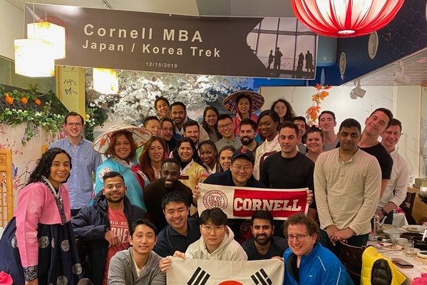 Students on the Cornell MBA Japan and Korea Trek